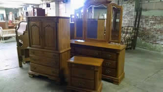 4 piece Solid Oak Bedroom Set $1095